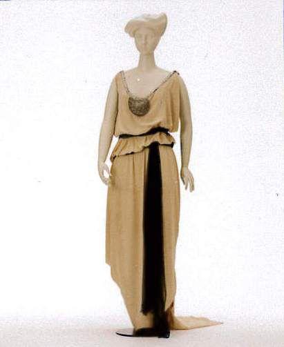 Reform-Abendkleid von Charles Frederick Worth, um 1912 [Quelle: Landesmuseum Württemberg]